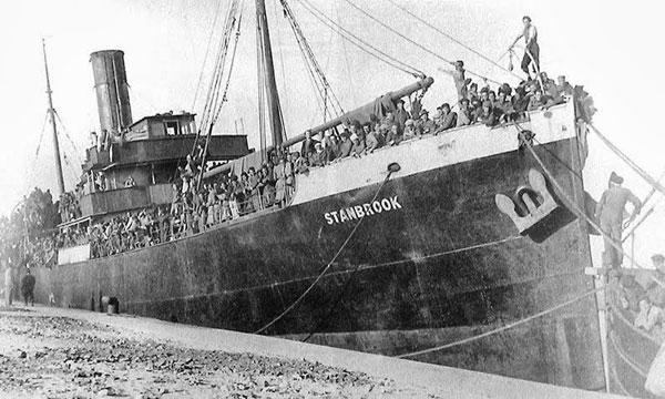 El Stanbrook al port d'Orà després de la seua travessia que va partir d'Alacant el 28 de maç del 1939.