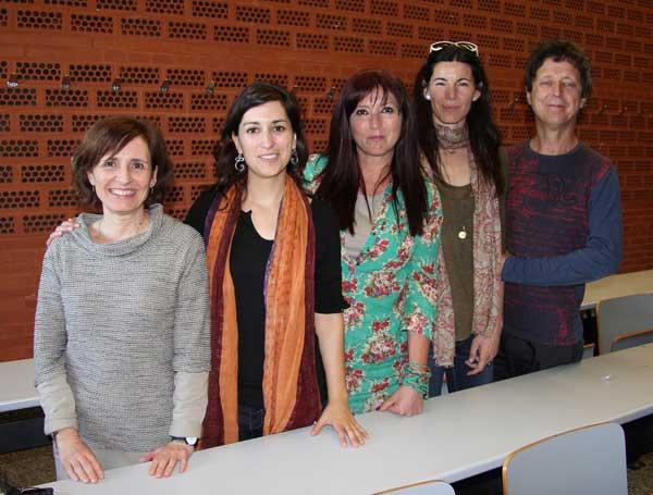 """Alguns dels membres del projecte """"Entrevecinos"""", a l'Aulari Sud del Campus dels Tarongers"""