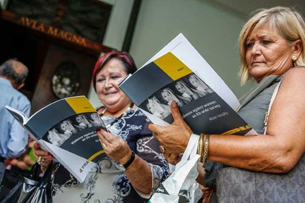 L'informe presentat –el més complet realitzat fins ara– es basa en entrevistes personals fetes a quaranta-dues mil dones en els vint-i-huit Estats membres de la UE, amb una mitjana de mil cinc-centes entrevistes per país.