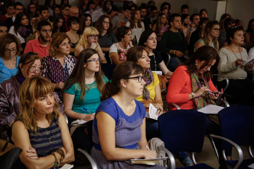 Participants en la jornada El sexisme en la comunicació i la publicitat.