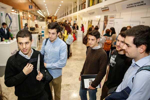 Estudiants d'ADE i Dret de la Universitat de València en el IX Fòrum d'Ocupació. Foto: Miguel Lorenzo
