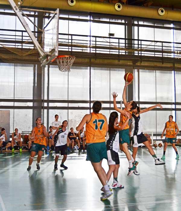 Equip de bàsquet femení de la Universitat de València.