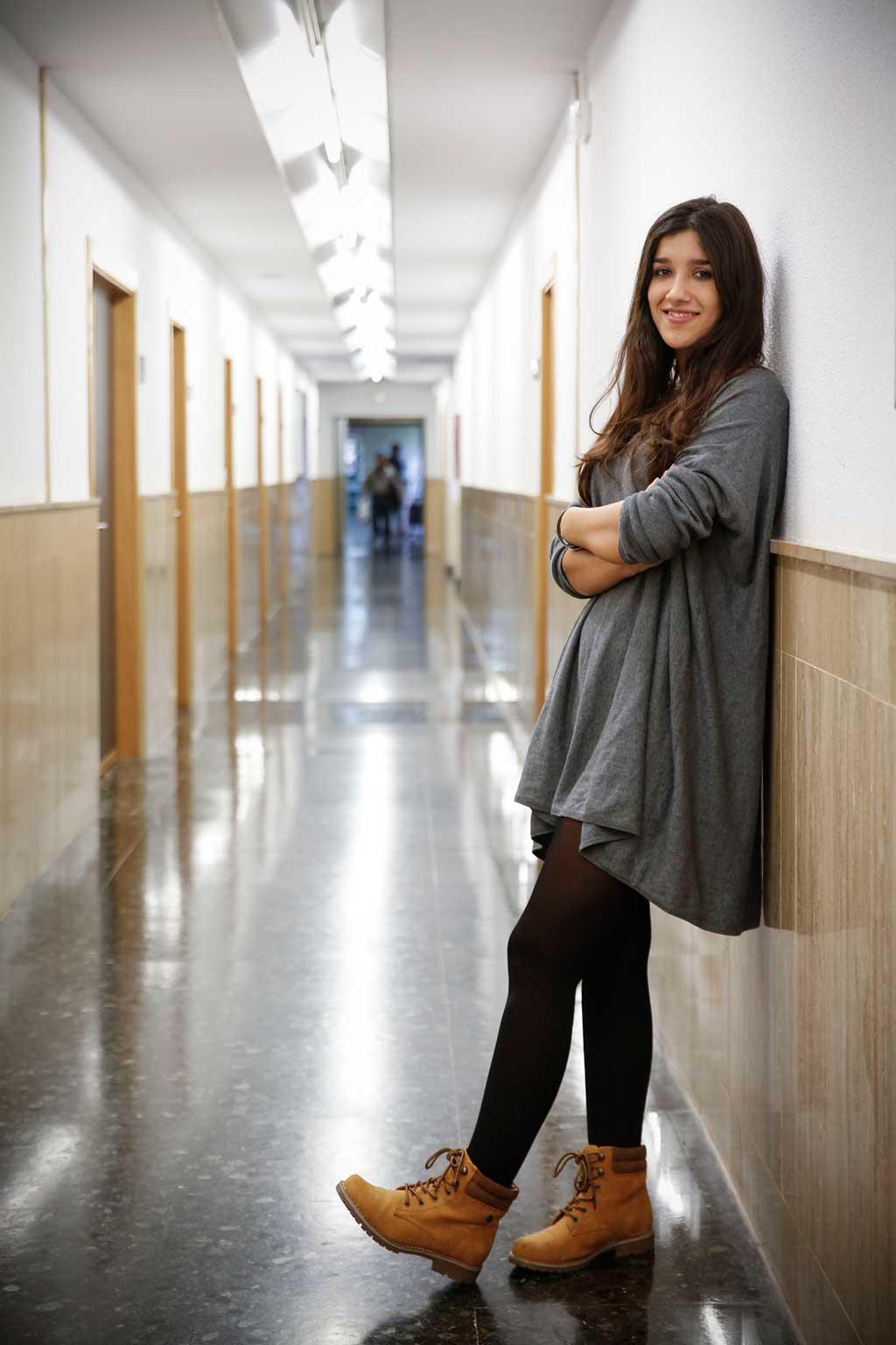Laura Peris en la seua facultat: Geografia, Història i Medi Ambient. Foto: Miguel Lorenzo.