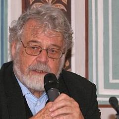 Petr J. Pajas va ser obligat a treballar en el sistema de transport de Praga a causa de la seua dissidència amb el règim comunista de Txecoslovàquia.