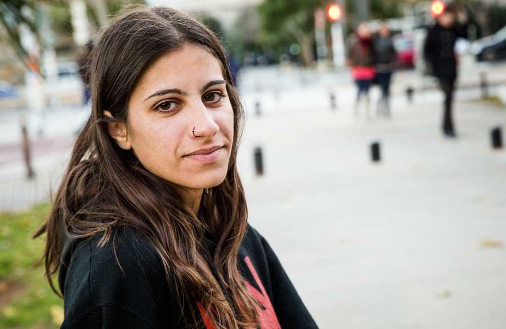 Giorgia Pía és estudianta d'Òptica i Optometria a la Facultat de Física de la Universitat de València i coordinadora d'universitats d'Acontracorrent. Foto: Miguel Lorenzo.