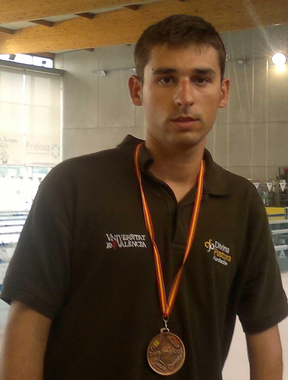 Héctor Álvarez, regatista de la Universitat. Foto portada:   Equip d'elit de rugbi de la Universitat de València.