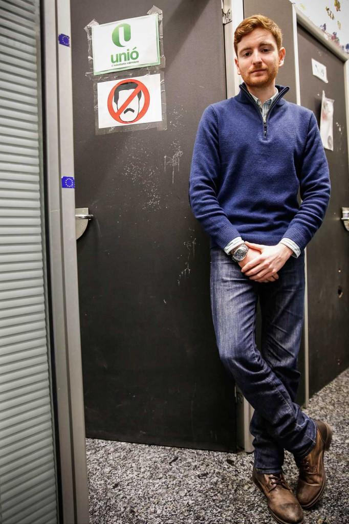 Guillem Martí, en la porta del despatx d'Unió d'Estudiants Valencians. Foto: Miguel Lorenzo