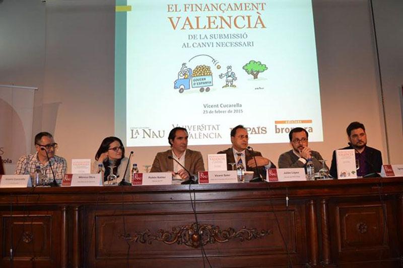 Presentació del llibre de Vicent Cucarella a la Nau de la Universitat de València, dins del marc de Claustre Obert.