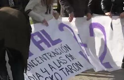 (Foto portada: Una de les respostes al Reial Decret de 30 de gener emés pel Consell de Ministres han sigut les concentracions que, convocades per la Plataforma en Defensa de l'Ensenyament Públic de la Universitat, es van realitzar aquest dimecres en els tres campus de la Universitat de València.)
