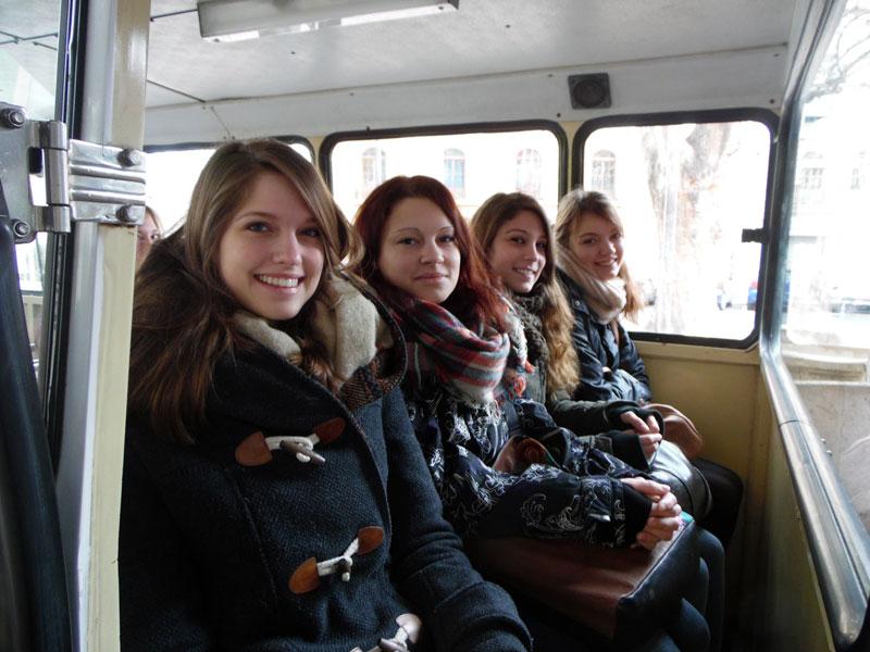 Visita dels estudiants Erasmus i internacionals a Xàtiva, en el marc del programa de rutes turístiques culturals Erasmus al Territori, que té la finalitat de mostrar a aquest alumnat el litoral i l'interior valencians, els atractius que reuneixen els seus pobles i ciutats, o les singularitats dels seus paisatges.