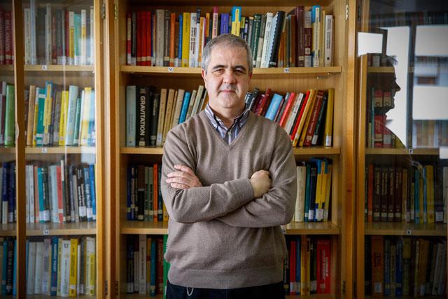 La investigació de Juan Monterde s'ha centrat en física matemàtica (varietats de Poisson i simplèctiques, supervarietats) i en tècniques geomètriques aplicades al disseny per ordinador de corbes i superfícies. Foto: Miguel Lorenzo.