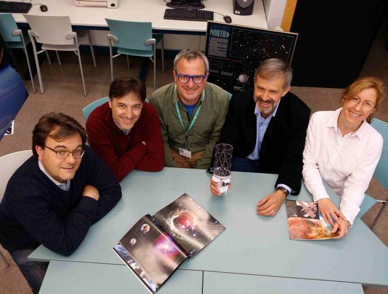 Els creadors del vídeo Hubble's Time Machine, finalista en un concurs de l'ESA i la NASA. D'esquerra a dreta: Alberto Fernández Soto, Fernando Ballesteros, Javier Díez, Vicent J. Martínez i Amelia Ortiz Gil.