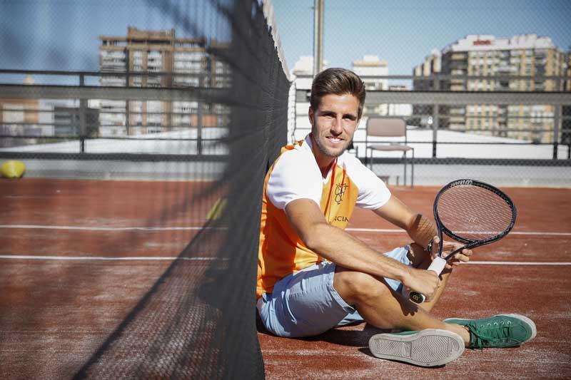 Samuel Ribeiro forma part de l'equip que ha guanyat la medalla d'or en el Campionat Nacional Universitari de Tenis disputat el cap de setmana passat a Madrid. Foto: Miguel Lorenzo.