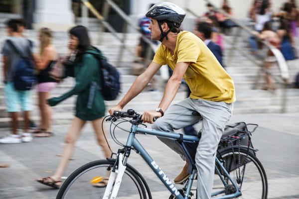 La bicicleta, un mitjà de transport cada vegada més utilitzat per accedir a la Universitat.Foto: Miguel Lorenzo.