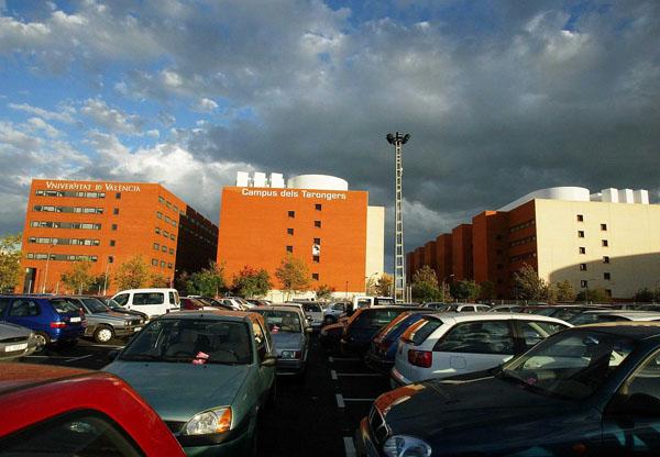 El Campus dels Tarongers és on major nombre d'estudiants acudeixen en cotxe dels tres de la Universitat.