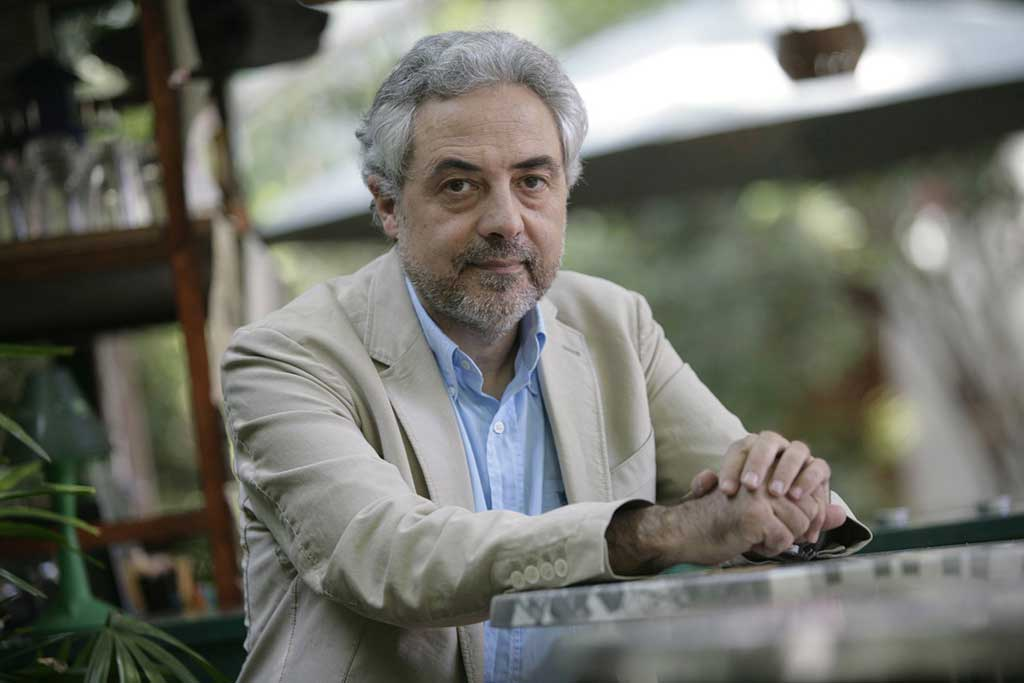 Javier de Lucas és autor del llibre Mediterráneo: El naufragio de Europa, el qual es presenta hui dijous 24 a les 20 hores al Col·legi d'Advocats de València. En l'acte també participaran Joan Romero (catedràtic de Geografia de la Universitat de València) i Sami Naïr (catedràtic de Ciències Polítiques de la Sorbona).