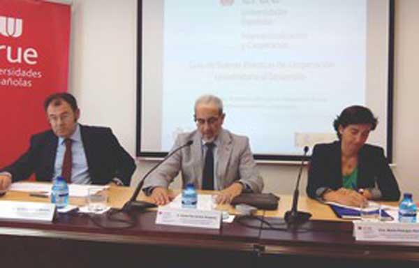 Guillermo Palao, Daniel Hernández Ruipérez i Marta Pedrajas, vocal Asesora en Polítiques de Desenvolupament del Ministeri d'Afers Exteriors i Cooperació.
