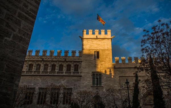 Llotja de València, testimoni de l'esplendor valenciana com a conseqüència del comerç de la seda en l'Edat Moderna.