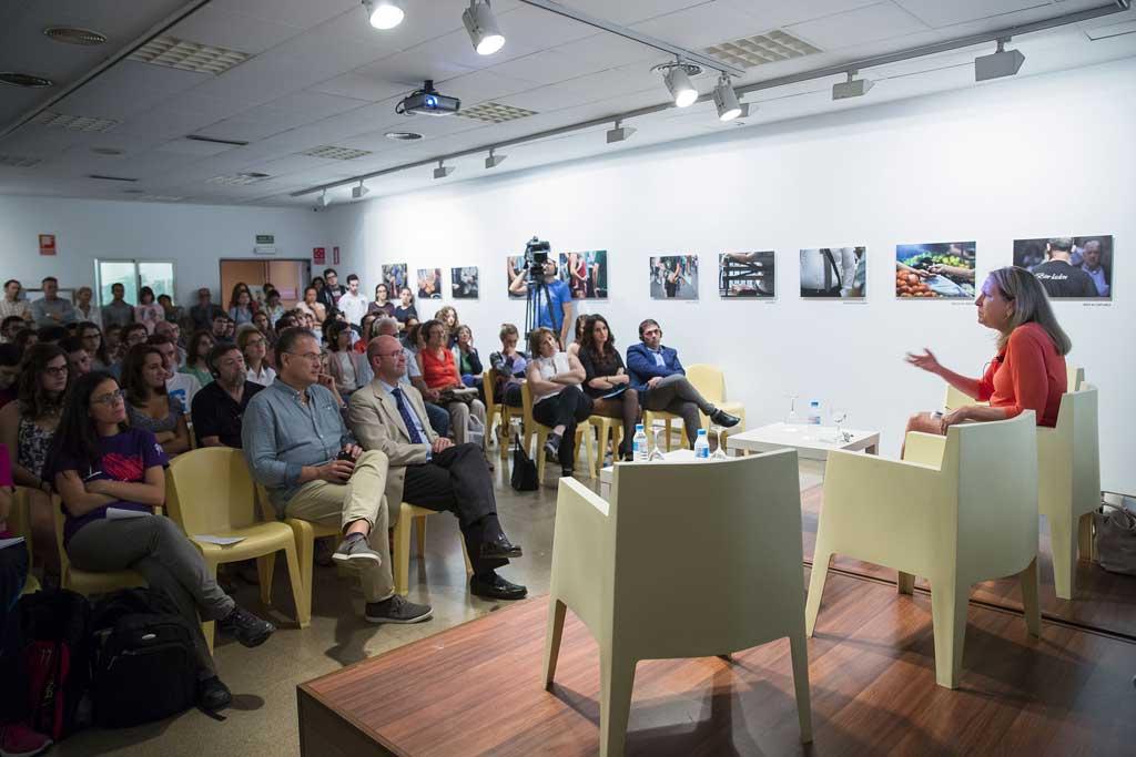 Conferència institucional de Donna Hicks dins del Fòrum de Cooperació de la Generalitat Valenciana, al Col·legi Major Rector Peset de la Universitat.