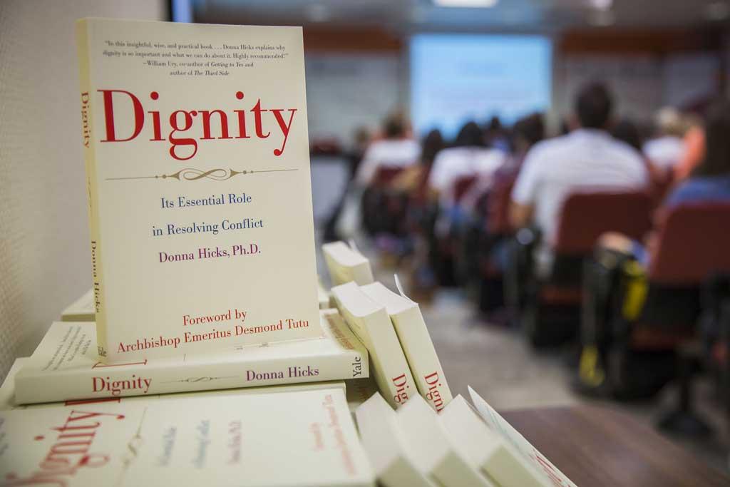 Dignity, llibre de Donna Hicks.