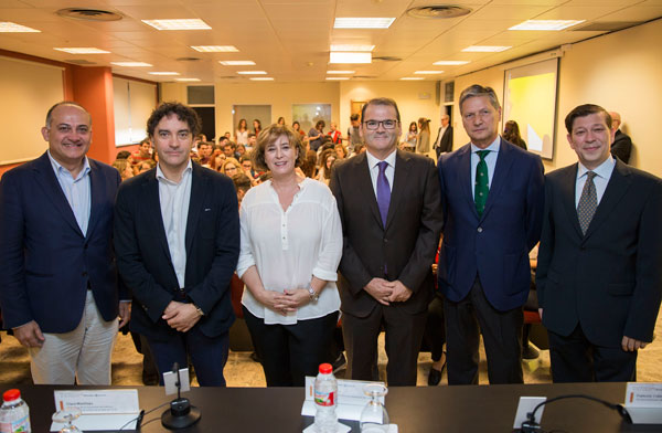 Joan Calabuig, Francesc Colomer, Clara Martínez, José Manuel Pastor, Vicente Genovés i Alejandro Noguera, a la Facultat d'Economia.