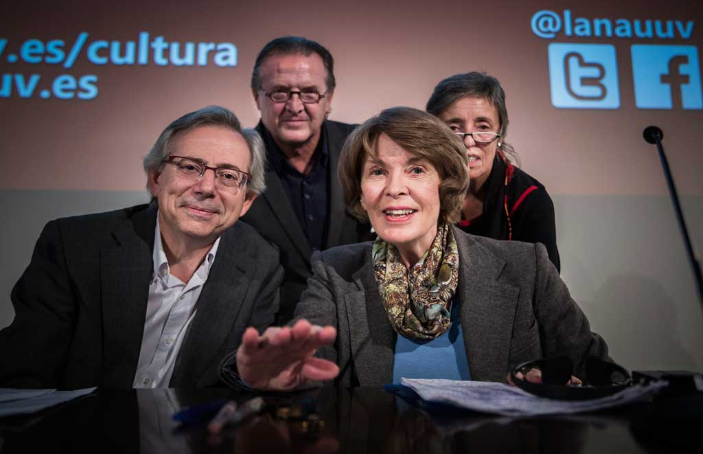 Antonio Ariño, vicerector de Cultura i Igualtat; Patricia Olascoaga, presidenta d'Attac-PV; Joan Romero, catedràtic de Geografia Humana de la Universitat; i Susan George.