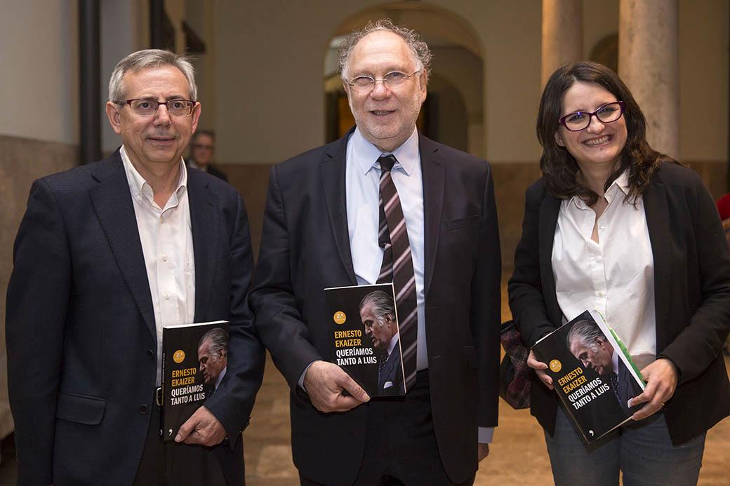 D'esquerra a dreta,. Antonio Ariño, Ernesto Ekaizer i Mònica Oltra.