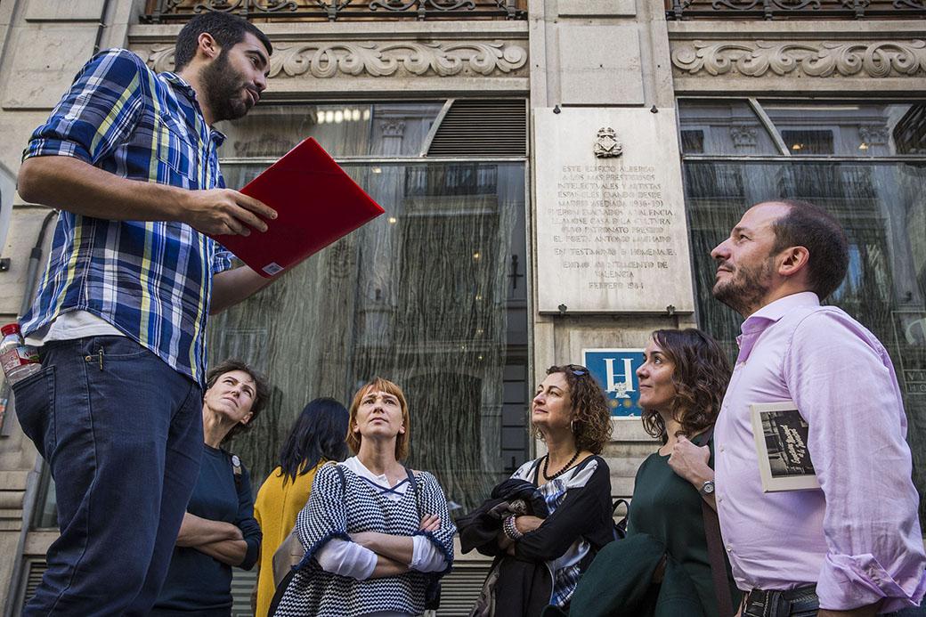 Jorge Ramos explica com el antic Hotel Palace es va convertir en la Casa de la Cultura durant la guerra.