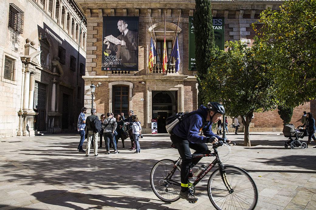 Un moment de la ruta enfront de la Nau, Ministeri d'Instrucció publica durant la capitalitat de València a la República.