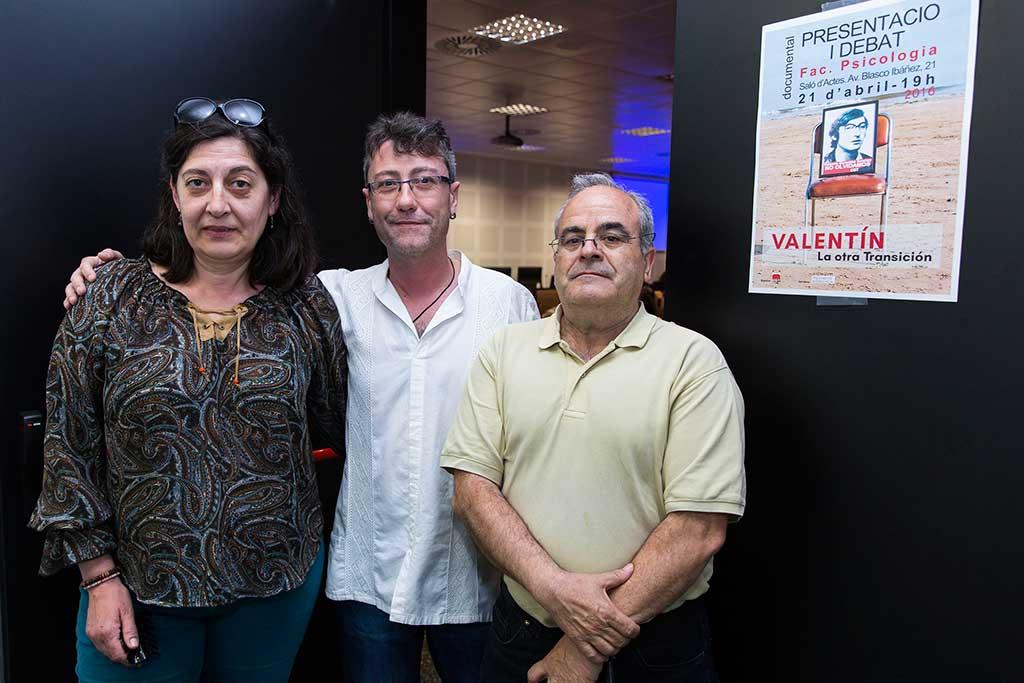 De dreta a esquerra: Antonio Pérez Collado, representant de la CGT; José Asensio, director del documental i Paqui González, germana de Valentín González.