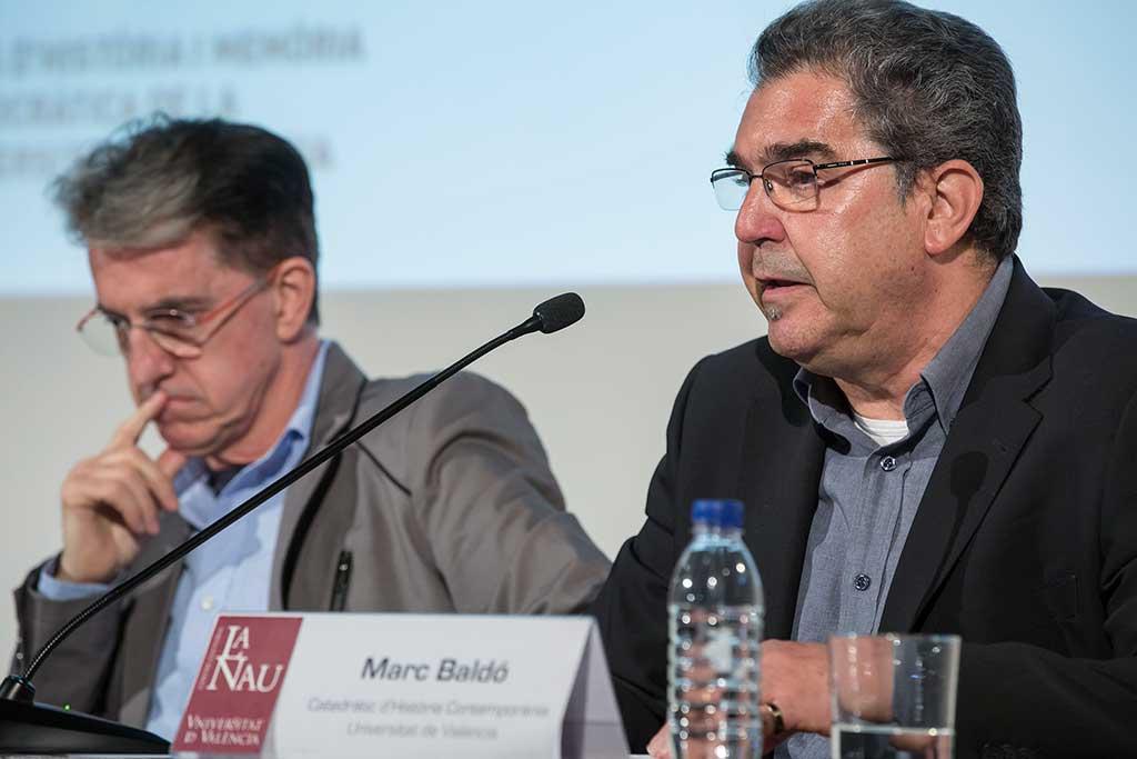 Marc Baldó, catedràtic d'Història Contemporània de la Universitat de València, i Julian casanova, catedràtic de la Universitat de Saragossa durant la presentació de l'Aula.