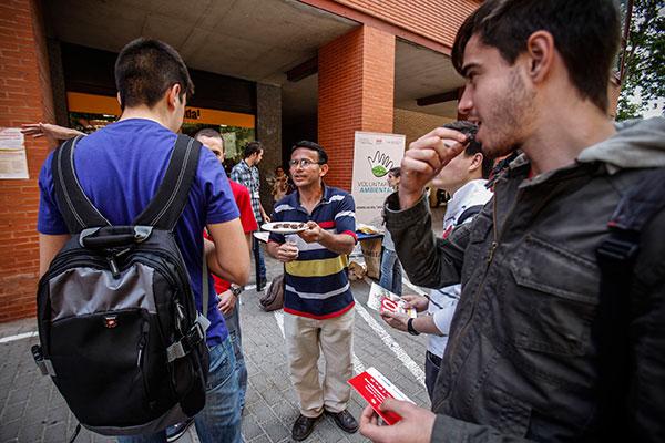 Participants en una jornada sobre comerç just a la Universitat de València.