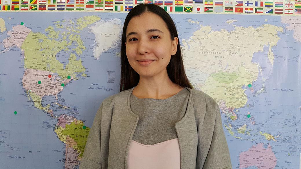 Kamila Karinova, estudianta d'Uzbekistan.